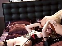 Big-titted Lezzie Domination Toes Tongued Before Throning