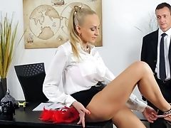 Blonde With Big Jugs Shows Her Oral Talents